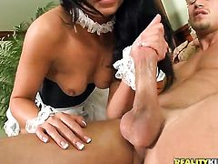 Sheena Ryder shows oral sex tricks to hot blooded man with desire