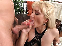Lea Lexis puts her soft lips on hard love wand