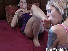 Sadie worships Bellas gorgeous feet