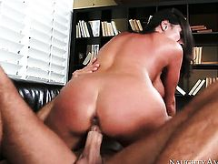 Mature had her nice face covered in man semen many times but needs some more