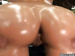 Blonde Jada Stevens with big butt and shaved snatch turns man on to the point of no return with her hands and jacks him off