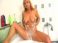 Blond whore Rosalyn fucks herself with shower head