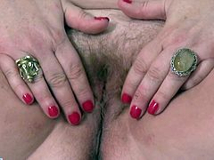 This American mature Kendal, drives me crazy. When I saw her fat belly, with those huge tits lying above, my penis gets harder. And when she starts rubbing her hairy old pussy, i'm ready to explode. Relax and enjoy!