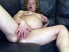 Perverted pregnant chick Suzy is masturbating insatiable cunt