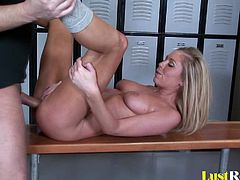 If you are in the mood for a horny chick who loves to get fucked in random places, then give Brynn Tyler a try. She will kneel down and suck off her hot man, after which he will return the favor with some shagging.