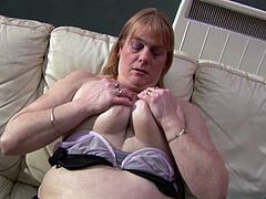 Chubby mature chick called Shona and her kinky golden toy