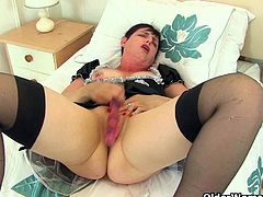 English milfs Zanderlee and Lulu Lush get worked up in their maid outfit