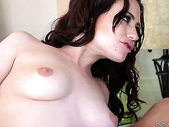Tommy Gunn makes his sturdy cock disappear in irresistibly sexy Holly Hearts mouth