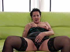 Curvy mature brunette refining her oiled pussy with toy