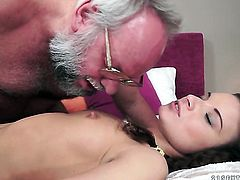 Teen lets guy stick his thick snake in her mouth