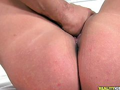 Brunette plays with herself to orgasm in solo scene