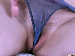 Blonde Lola Taylor makes dudes sturdy snake disappear in her mouth in sexual ecstasy