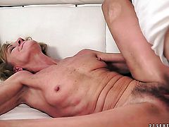Blonde enjoys wet hole stretching in crazy hardcoreaction with horny dude