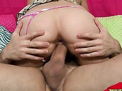 Linda Lay with big knockers and shaved beaver gets her nice face cum glazed