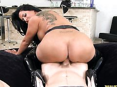 Levi Cash is horny and cant wait any longer to slam eye-popping Kiara Mias mouth with his hard rod