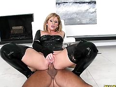 Voodoo loves always wet warm fuck hole of Blonde Brooklyn Lee with phat ass
