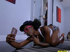 ebony babe was taking sexy selfies