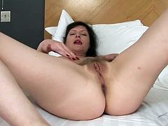 Hot old lady in a hotel bed masturbates sensually