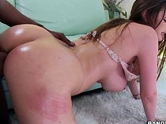 BBC plays with huge boobs of Brooklyn Chase and fucks her cunt