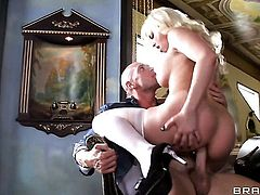 Blonde Britney Amber with juicy jugs feels like she is Johnny Sinss fuck toy in this anal session af