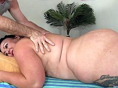 Sexy Calista visits her masseur He gets her naked and start massaging he rubs her pussy Then takes a dildo and make her suck it He teases her pussy with that dildo and gives her a nice orgasm