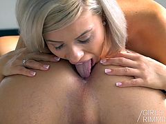 Girls Rimming - Hot Babes Rimming Guys - Breakfast in Bed