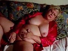 Sexy mature Buttercup fucks herself with a dildo