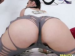 Piercings chicana sex kitten Sean Lawless with bubbly bottom and clean twat shows her love for worm
