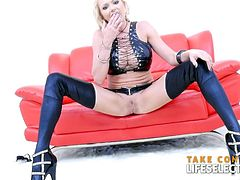Are you looking for a hardcore masturbation video with a hot blonde? Stop searching! You are at the right place. Briana Banks will give you what you need...