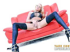 Are you looking for a hardcore masturbation video with a hot blonde? Stop searching! You are at the right place. Briana Banks will give you what you need
