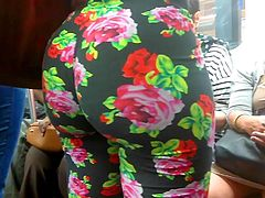 Bubble Booty Ebony in Floral Leggings
