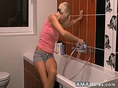 Blonde and her boyfriend in the bathroom think of making a nice hot porn vid.