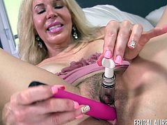Erica Lauren plows her gaping vagina with a pink sex toy