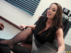 It's like a meeting under the table and all the decisions and appointments the boss will do, depending on how good her orall skills are. Real life work adventures caught on tape! Join, relax and enjoy impetuous sex action!