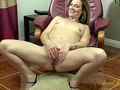 Sweet naked milf rubs her hot cunt slowly