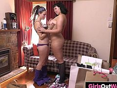 Curvy hottie Valentina and hairy lesbian hippie Phila, lick and finger each other until they scream from orgasmic pleasure in the living room