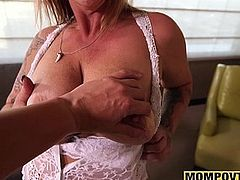 Anal Fucking Amateur Gilf fresh out of Prison with Big Boobs