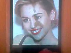 Miley Cyrus cum tribute