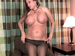 My favorite videos of American moms in pantyhose: Sheila, Jessica and Serena
