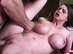 Cheating Wife Brooklyn Chase Fucks Hung Stud
