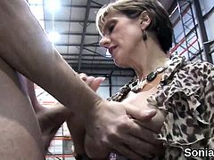Cheating british mature lady sonia pops out her big boobs31B