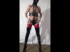 The whore bisexfal in boots en latex
