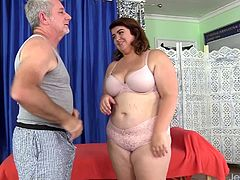 Sexy BBW visits a masseur He sucks her tits kisses on her belly and ass Then massages her naked body with oil He teases her pussy with sex toys and gives her intense orgasms