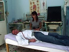 Skinny Amanda Vamp gets her cunt pleased by a kinky doctor