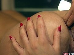 Glamcore lesbo pussylicking her sappho lover