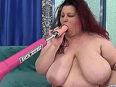 A fucking machine reams out the cum-hole of fabulous plump gal stazi