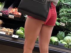 Nice ass at the grocery store