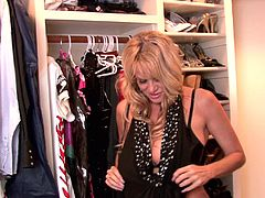 Kelly Madison wants to make a man's dick hard with her lips