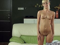 Hot body virgin gets naked and wet