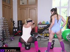 Fitness Rooms Cock hungry Italian and Czech girls threesome